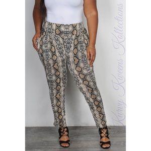 $⬇️ Snake Print Kurvy Fit Pants